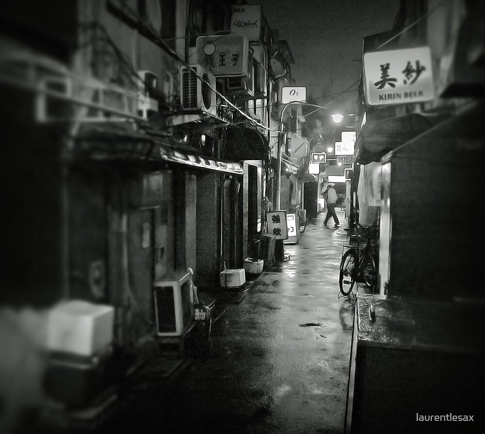 Small street in Tokyo by Laurent Hunziker