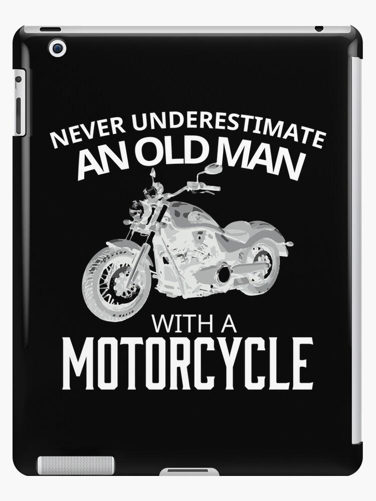 Unterschätzen Sie den alten Mann nicht auf seinem Motorrad von Gina Kellerup