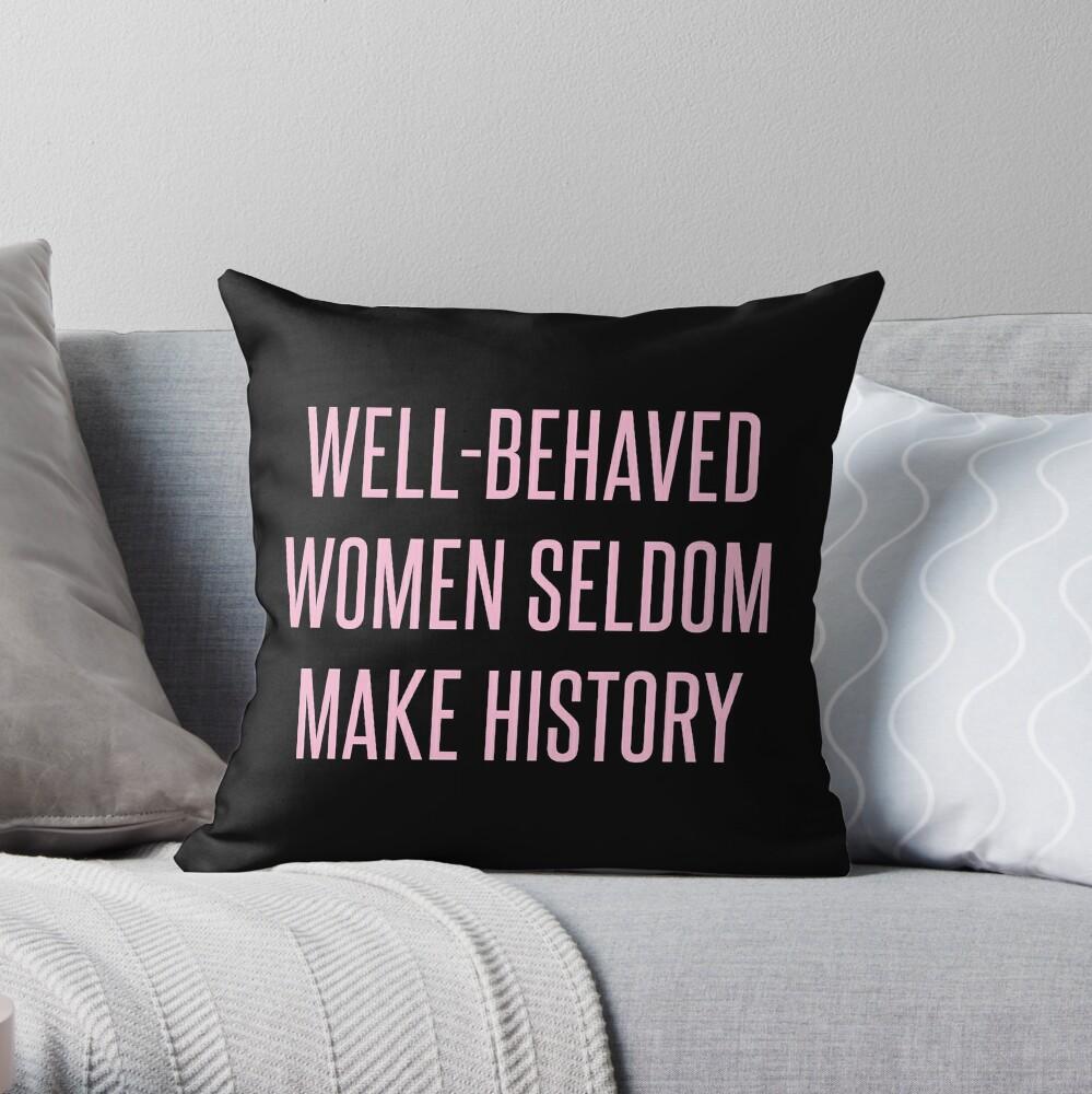 Gut benommene Frauen machen selten Geschichte Dekokissen