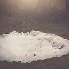 «alone» de Rebeca Saray