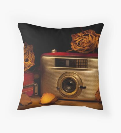 Penti II among the roses Throw Pillow