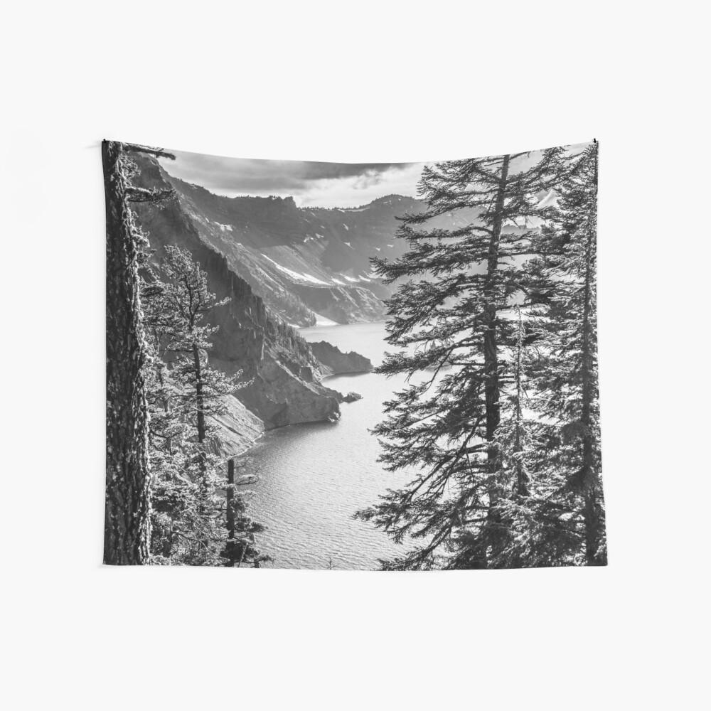 Montañas y bosque lago agua - blanco y negro cráter lago Oregon Tela decorativa