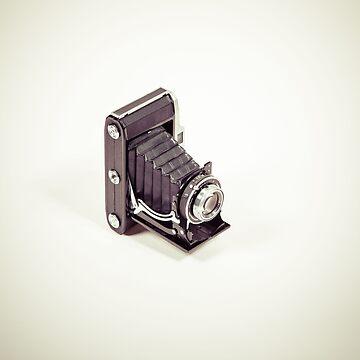 Fotografie - alte analoge Kamera in Perspektive/oben von pASob-dESIGN