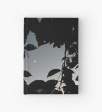 Cuaderno de tapa dura Luna creciente sin editar a través de las hojas