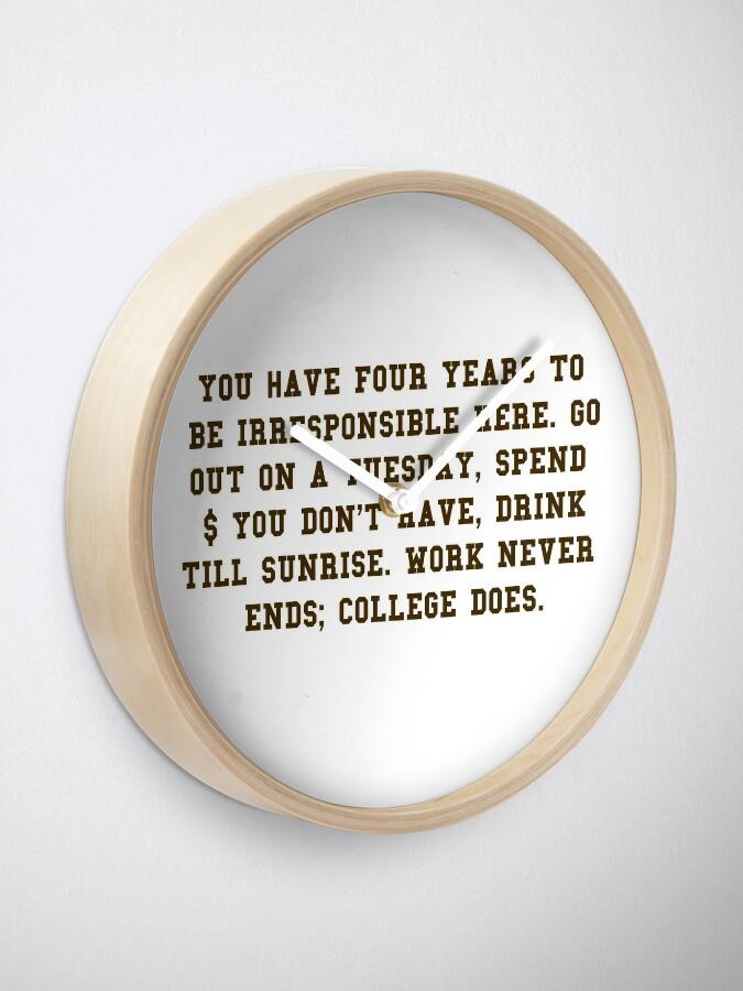Alternative Ansicht von College-Zitat - College beendet Brown / Weiß Uhr