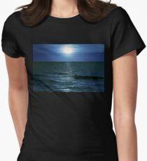 Ostsee Tailliertes T-Shirt für Frauen