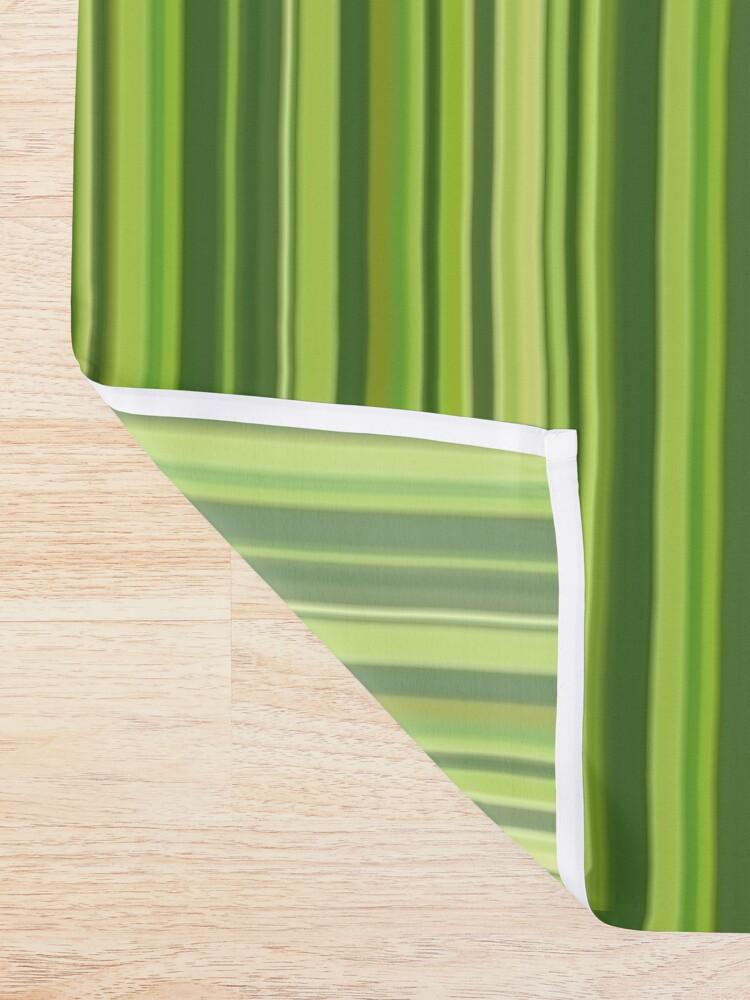 Alternative Ansicht von Viele bunte Streifen in Grün Duschvorhang