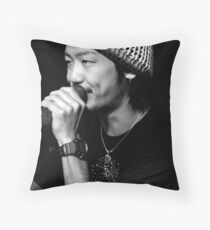 happy to busk Throw Pillow