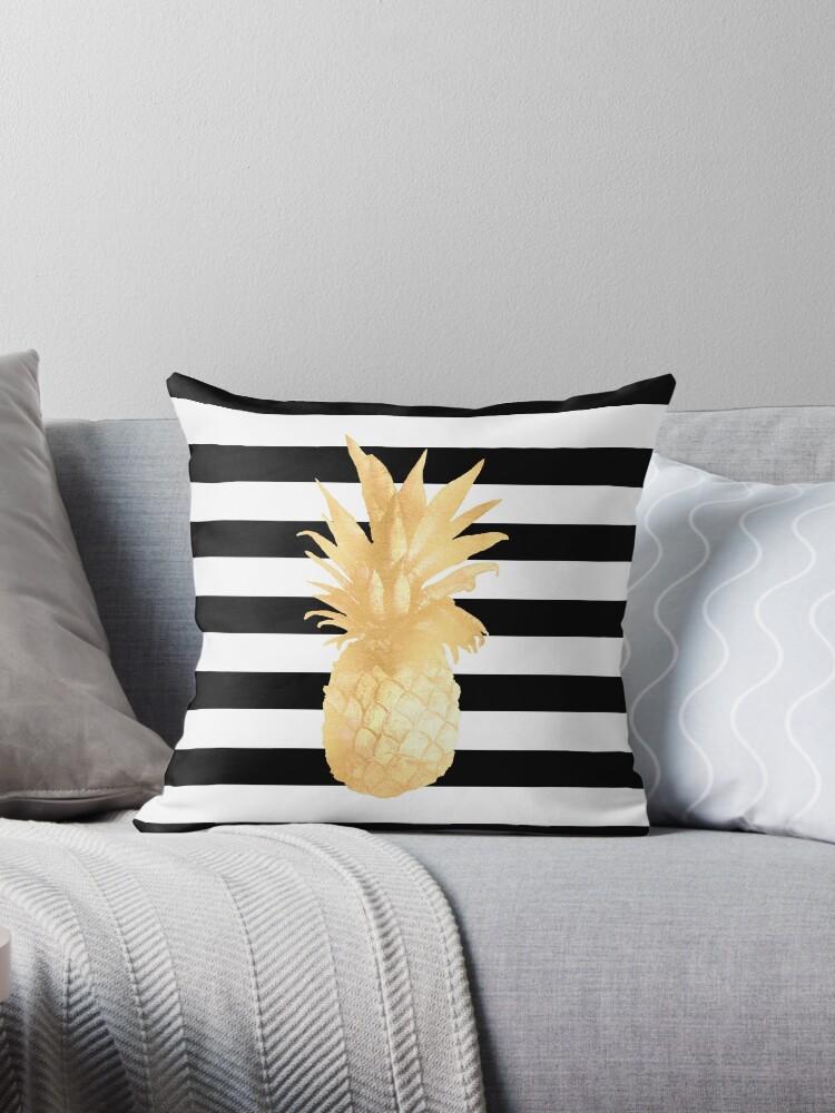 «Piña dorada rayas blancas y negras» de naturemagick
