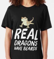 Echte Drachen haben bärtigen Drachen Slim Fit T-Shirt