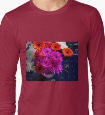 Lebendige rosa Blumen für Muttertag Langarmshirt
