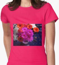 Lebendige rosa Blumen für Muttertag Tailliertes T-Shirt für Frauen
