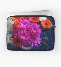 Lebendige rosa Blüten zum Muttertag Laptoptasche