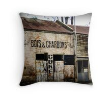 Bois and Charbons Throw Pillow
