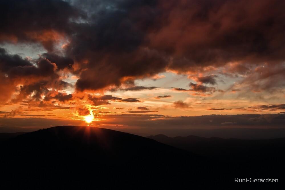 Rising Sun by Runi-Gerardsen