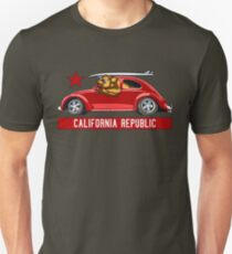 California Republic Surfing Bear (Vintage Distressed-Look) Slim Fit T-Shirt