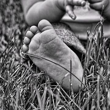 Little Foot by EbelArt