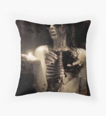 illuminatus anima Throw Pillow