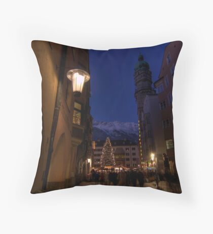 when christmas comes to town Throw Pillow