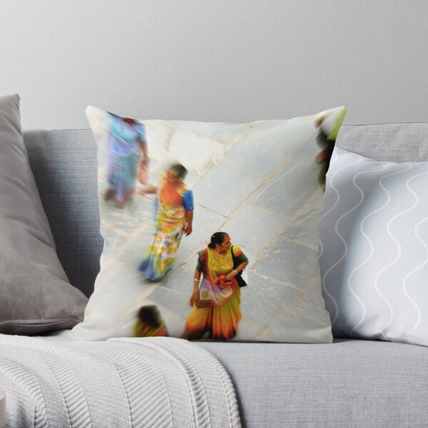 """""""hey, what's...."""" Throw Pillow"""