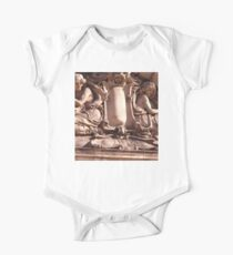 the layde's of statues One Piece - Short Sleeve