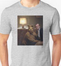 Der glänzende Hundeanzug Slim Fit T-Shirt