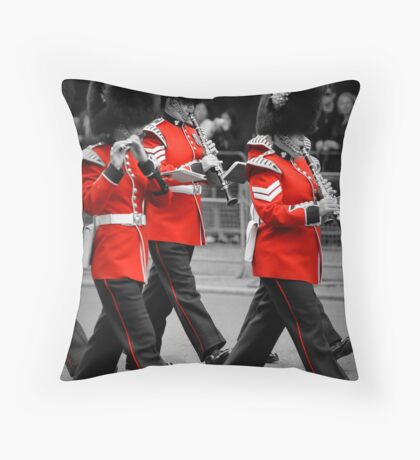 Queen's Guards Band: Trooping the Colour, London. Throw Pillow