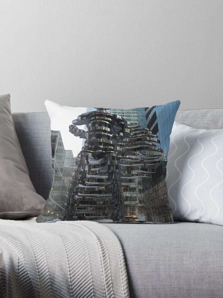 "«New York City Sculpture, ""The Guardians: Superhero""» de lenspiro"