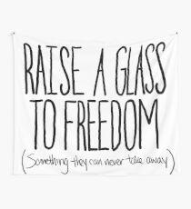Erhebe ein Glas Wandbehang