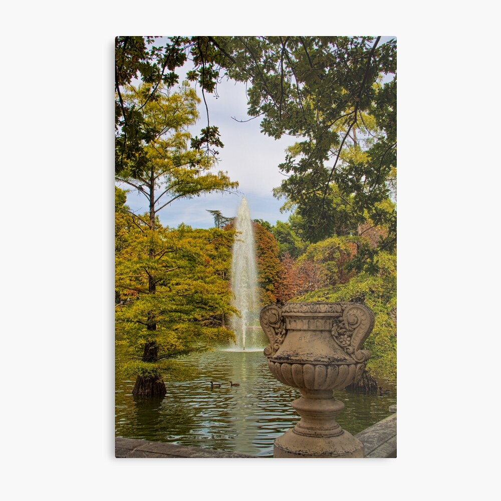 Spain. Madrid. Fall in Buen Retiro park. Lámina metálica