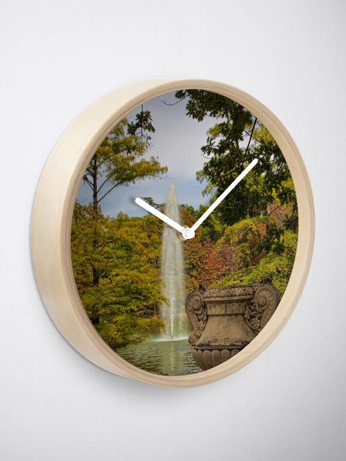 Vista alternativa de Reloj Spain. Madrid. Fall in Buen Retiro park.