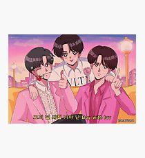 Lámina fotográfica BTS JIN, JHOPE & JUNGKOOK - Chico con lime anime 90's