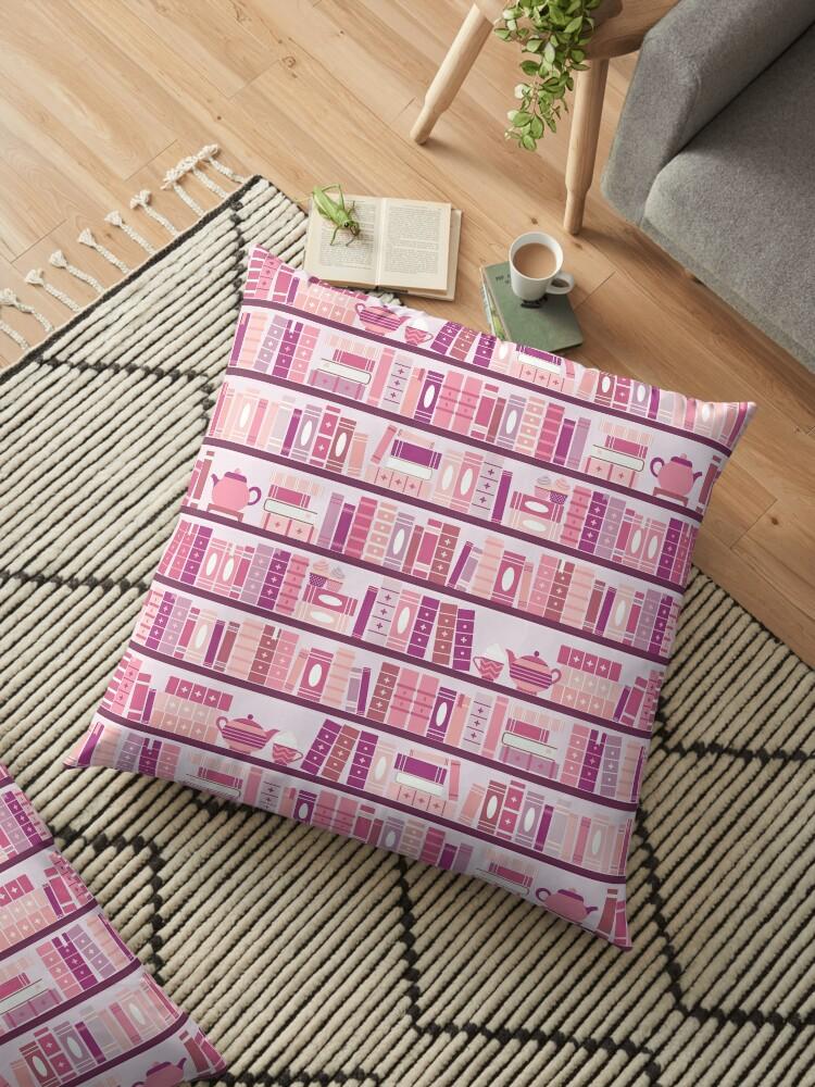 «Estantería rosa patrón romance libros de té» de Kit Cronk
