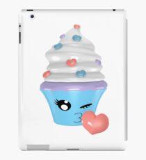 zwinkerndes Cupcake Emoticon iPad-Hülle & Klebefolie