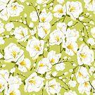 Weiße Freesien auf grünem Hintergrund. von lents