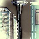 Seattle Space Needle - grüner Tee negativ von Marlene Watson