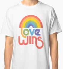 Liebe gewinnt Classic T-Shirt