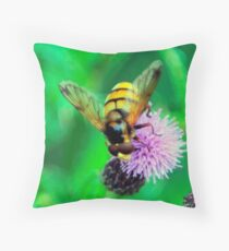 Bee On Flower 0042 Throw Pillow