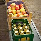 Apple juice and Apples by steppeland