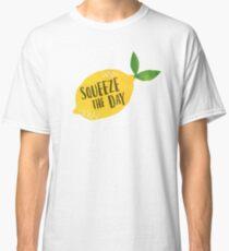 Drücken Sie den Tag zusammen Classic T-Shirt