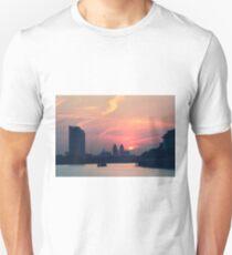 Sunset over Thames  T-Shirt