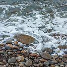 «Lavado de olas sobre guijarros» de Roger Porter
