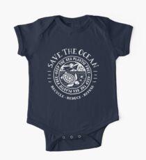 Speichern Sie das Meer - halten Sie das Meer plastisch - Schildkrötenstrandszene Baby Body Kurzarm