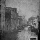 butta via la cartina a Venezia..... by diLuisa Photography