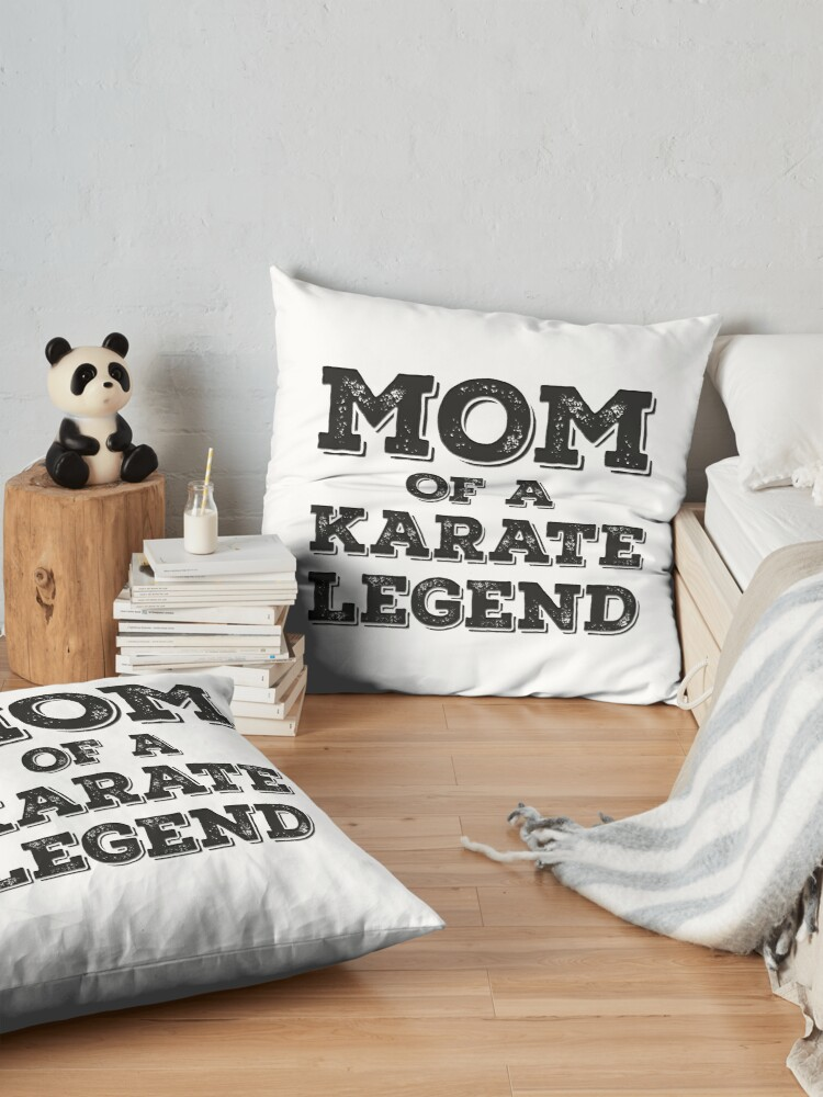 Alternative Ansicht von Karate Mom Of Son Daughter Child Karateka Blackbelt Mother's Day Gift Bodenkissen