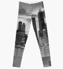 Chicago skyline in black and white Leggings