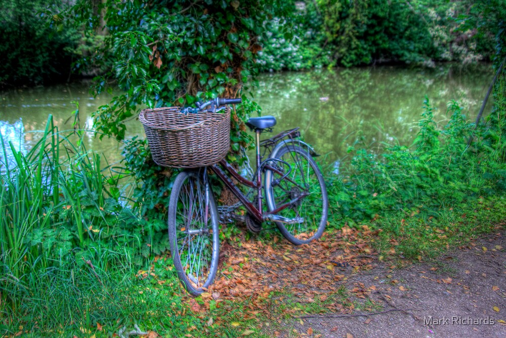 Resting Place - the Canal Oxford, Oxfordshire, UK by Mark Richards