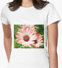 Macro Pink Cinnamon Tradwind Daisy Flower in the Garden Womens Fitted T-Shirt