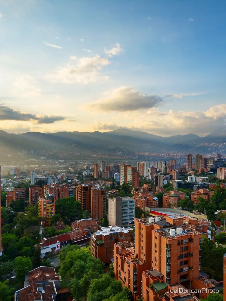 Medellin an einem sonnigen Nachmittag von JoelDuncanPhoto