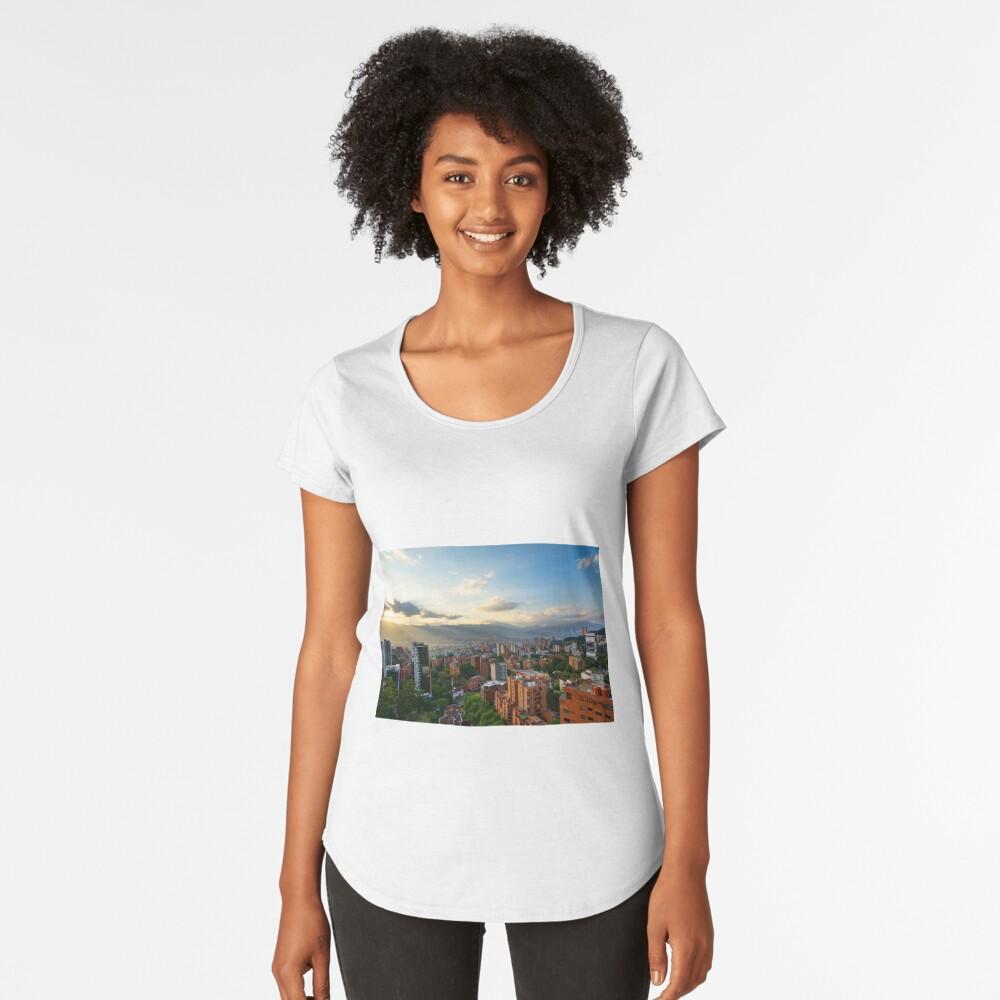 Medellin an einem sonnigen Nachmittag Premium Rundhals-Shirt